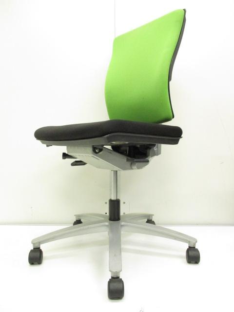 【リラックス作用有り!!】オフィスワークに寛ぎを!!気持ちを穏やかにするグリーンチェア!!他の色ともバランスが取りやすいカラーです!!
