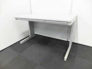 【今、品薄の売れ筋サイズの横幅1200mm事務机です!】レイアウト変更、入れ替えにいかがですか?