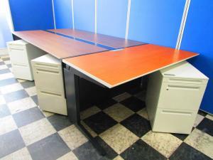 フリーアドレスデスクに上長席をセットで!新規のオフィス作りにピッタリなセットです