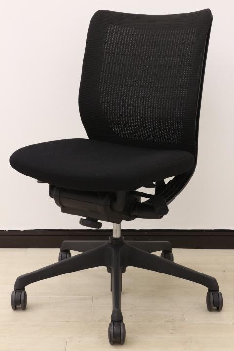 【ミドルクラス!!6~8時間座られる方に!!】ブラック・メッシュ・オカムラ製の3拍子!!多機能オフィスチェア!!