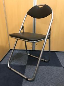 【パイプ椅子!!】オーソドックスなパイプ椅子です!!取っ手付きで持ち運び簡単です!【折り畳み可能です!!】
