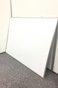自宅でも、仕事場でも便利な、壁掛け用ホワイトボード1台入荷!!!