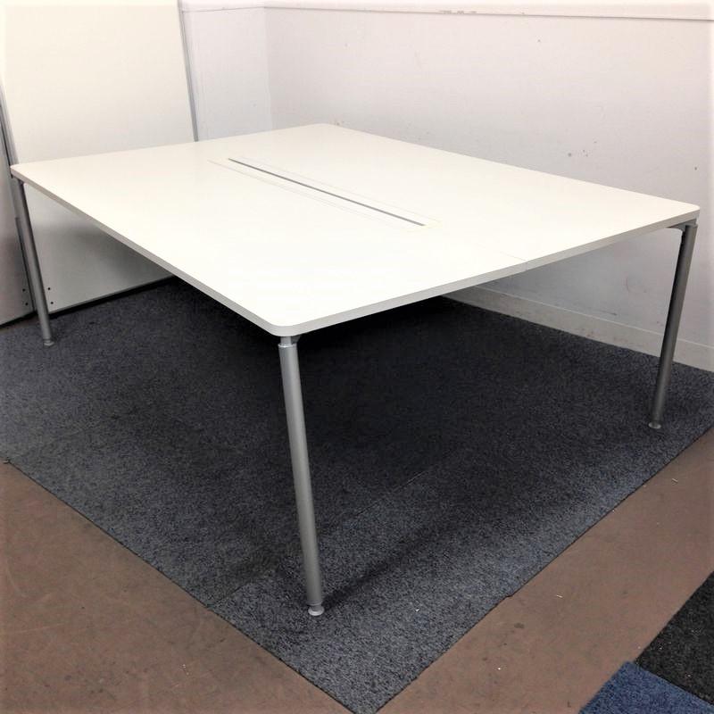 オフィスワークをフレキシブルに!会議テーブル・デスクを両立!イトーキ製|4本脚
