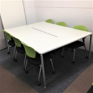 ポップかつ機能的な会議テーブル+チェアのセット!