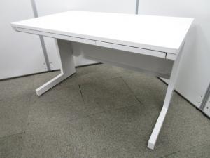 【オフィスを明るく飾るデスク】人気向上のホワイトデスク【シンプルなデザインで使いやすい】
