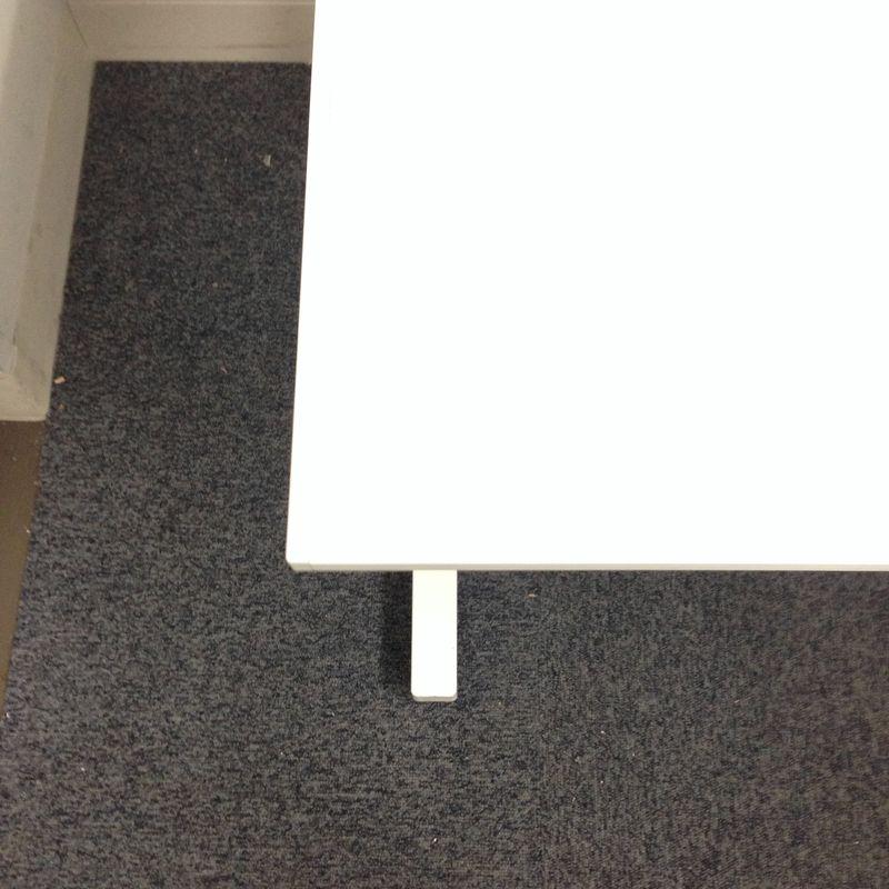 コクヨ iSデスク|ホワイト天板 配線収納に優れたデスクシステム                         アイエス                                      中古