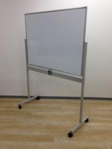 【2台入荷】両面使える目立ホワイトボードが入りました!反転可能でスムーズな切り替え!会議室用でいかがでしょうか!