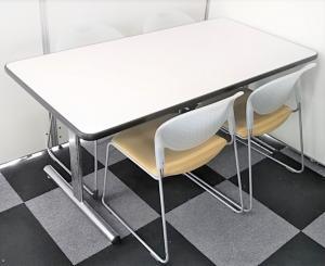 【あると便利な面談スペースをセット商品でご提供!】4人用のミーティングテーブルとチェアをセット販売!商談スペースとしても利用可能です!