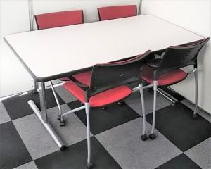 【低価格で購入可能な面談スペースセット!】4人用のミーティングテーブルとチェアをセット販売!チェアは国内4大メーカーのイトーキ製!