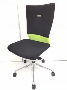 【大特価!】帯がグリーンのチェア フィーゴシームレスのハイバックチェアが入荷! ライトグリーン!ブラック!の合わせ技の色! 布地部分に使用感がある為、大特価!