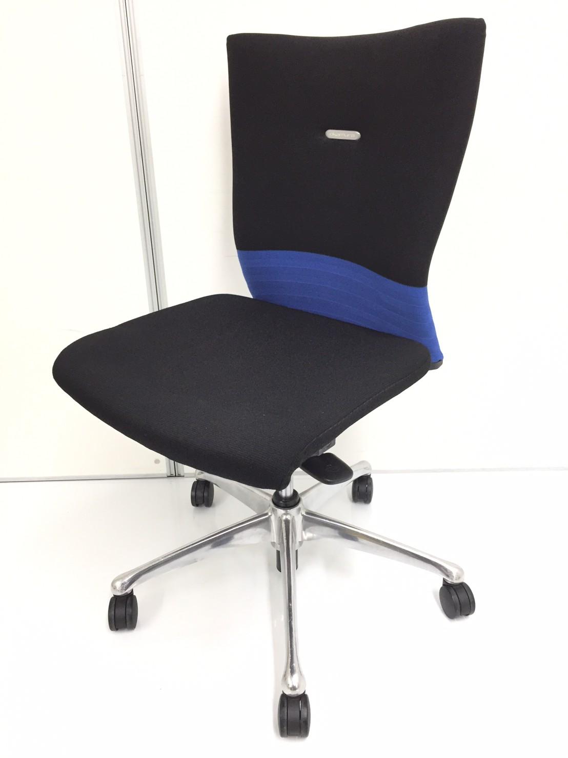 背もたれへの包み込む力がハンパナイ!椅子です。背もたれをしっかりと支えて欲しい方にお勧めです!