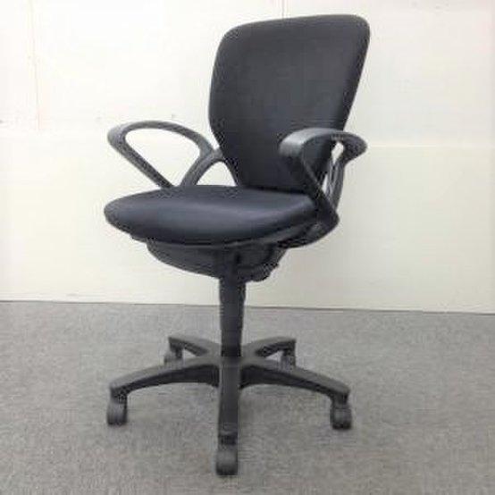 【8脚入荷!】|オフィスチェア|事務椅子|肘付き|座り心地に定評あり!