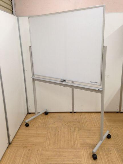【限定1台入荷!】有名メーカー製の両方使える目立ホワイトボードが入荷しました!!名古屋市内でオフィス家具をお探しなら、当店へ!