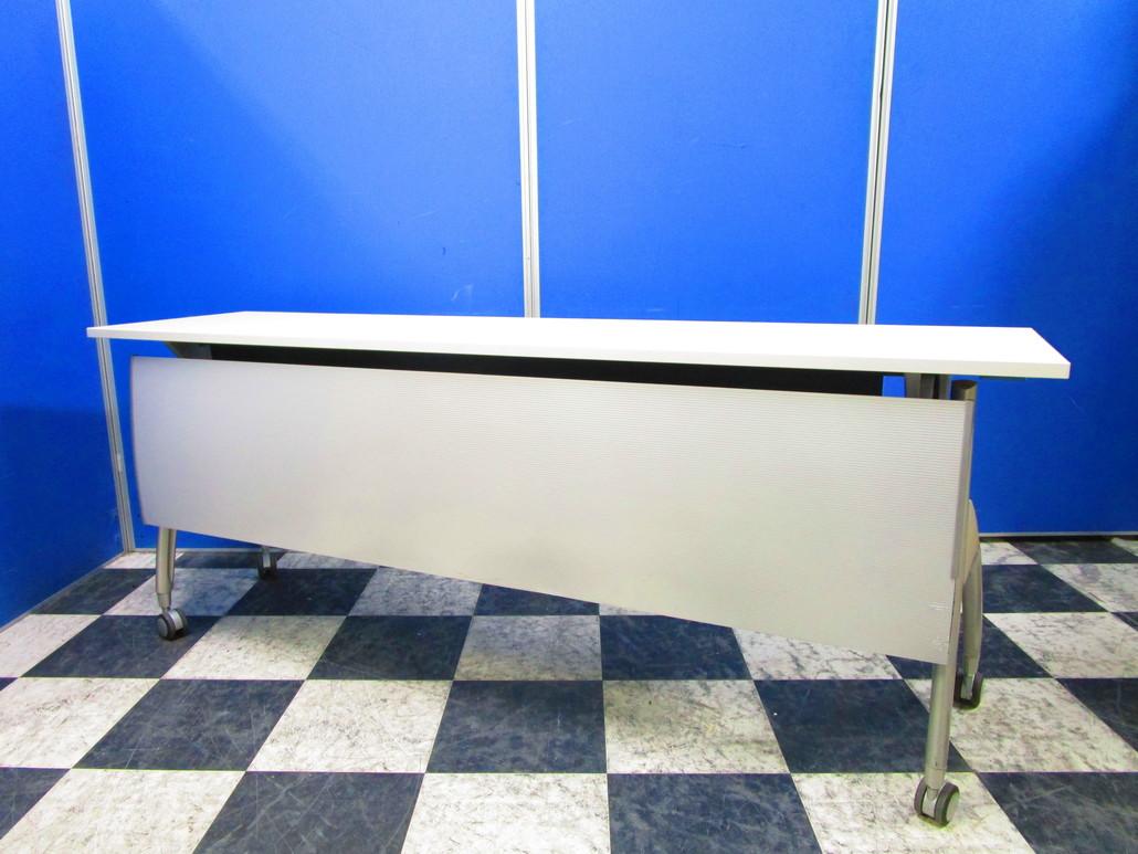水平に重ねられる会議などで便利なスタックテーブル!キャスターの動きも良好です