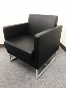 ブラックの渋いループ脚1人用ソファ入荷!!店舗や待合室にいかがでしょうか??