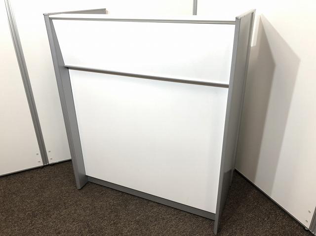 【2013年製】ホワイトのカウンターが入荷!コンセントもついておりPC作業もできます。