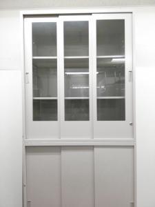 【書庫セット!】ガラス戸のスライド式書庫とスライド式書庫の書庫セットになります。開閉時にスペースを使用しないスライド式書庫![THIN LINE](中古)