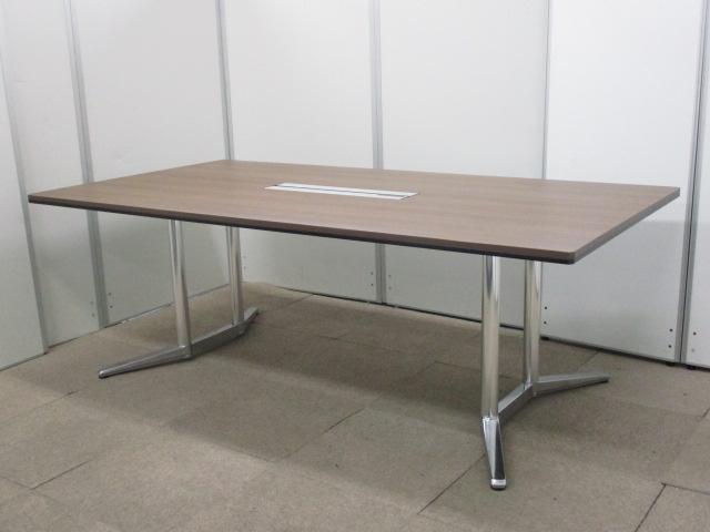 【2013年製ミーティングテーブル入荷!】ラティオⅡシリーズ、中央に配線ユニットでオフィス作業が進みます!