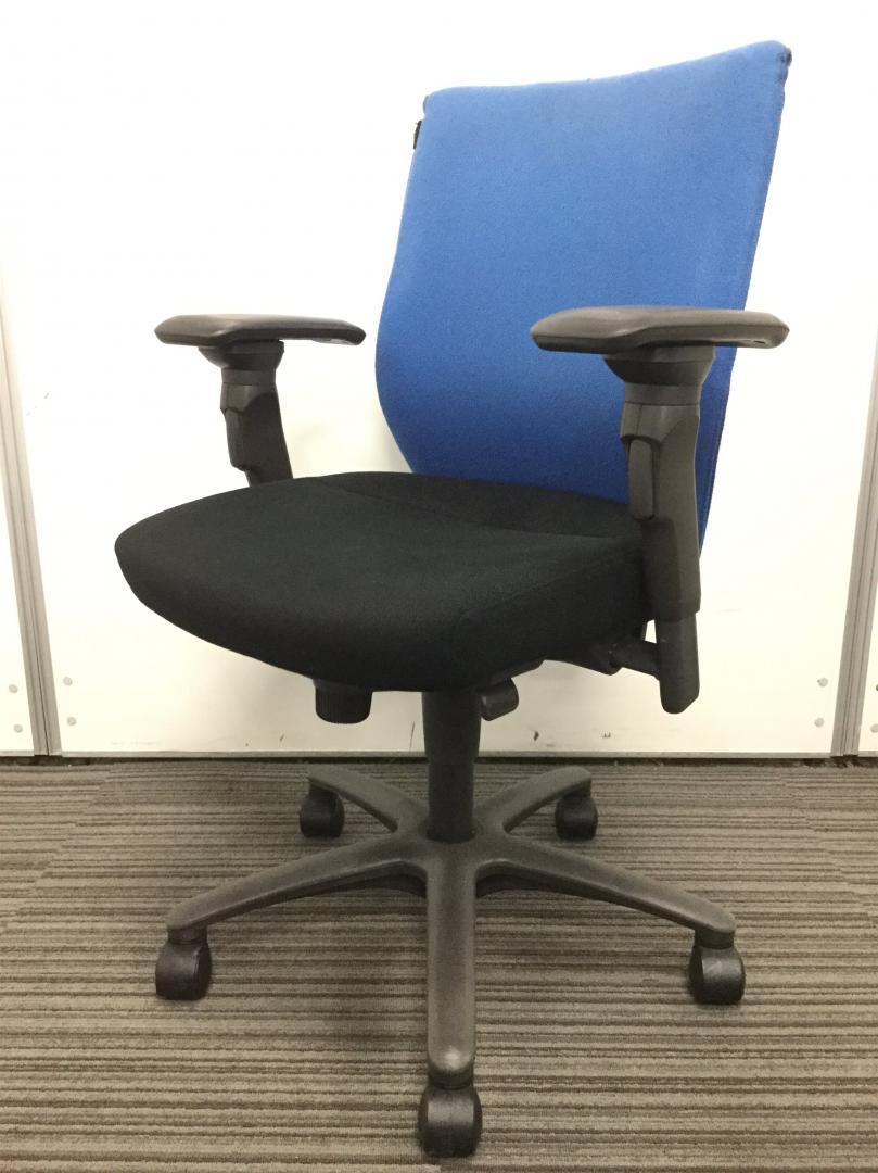 【定番シリーズ】オカムラ製 CXスプレージ ブルーxブラックがオシャレ!快適な座り心地でオフィスワークをバッチリサポート!