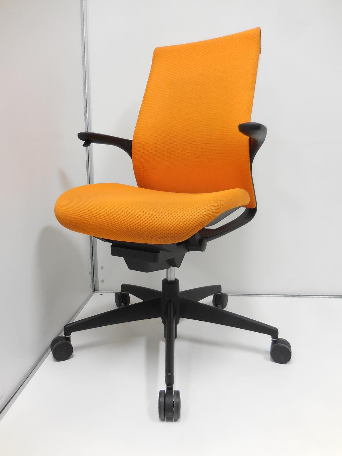 【4脚のみの限定入荷!】 鮮やかなビビットオレンジ! 座面の高さ調整が肘掛けについており、調整しやすいデザインがオススメ!