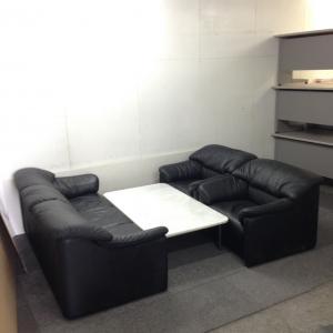 【応接セット一式】革製の3人掛けソファ+1人掛けソファ×2&大理石センターテーブル