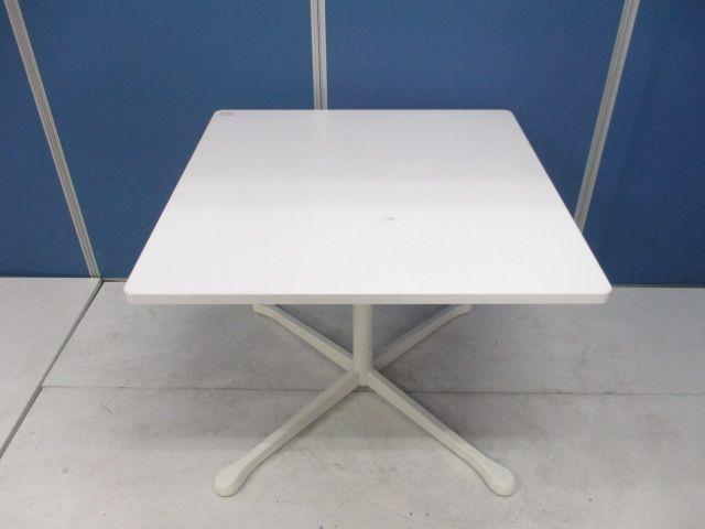 希少な幅奥行き900㎜サイズでコンパクト!デザインがカッコいいオカムラ製の角テーブル入荷!