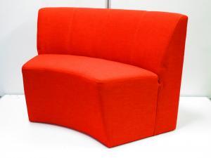 休憩室などに最適な内向きタイプのラウンドソファ!明るいオフィスづくりにいかがでしょうか【β】