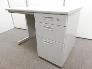 【価格重視】【書類や小物も収納が可能!】オフィスデスクの定番!幅1000㎜とコンパクトなサイズ感です!営業の方におススメのデスクになります。【日本橋店限定価格】