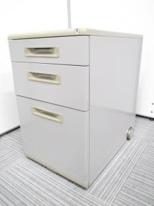数そろいます!机の下に収納できるキャスター付きサイドキャビネット入荷!
