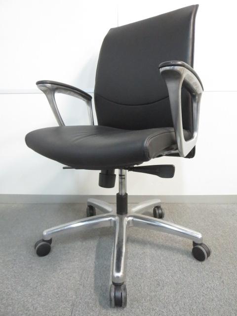 【上質な座り心地でリラックス!】■オカムラ製 マネジメントチェア ■革張り ブラック【役員用事務椅子】