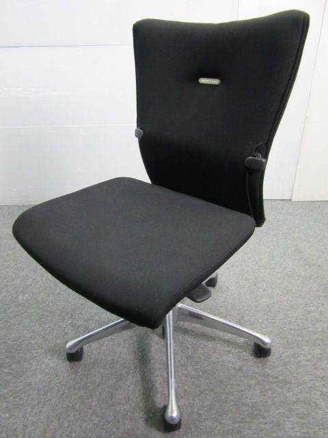 ◆数量3脚◆~オカムラ製フィーゴチェア~圧倒的人気の秘密は座り心地に!!一度体験してみて下さい
