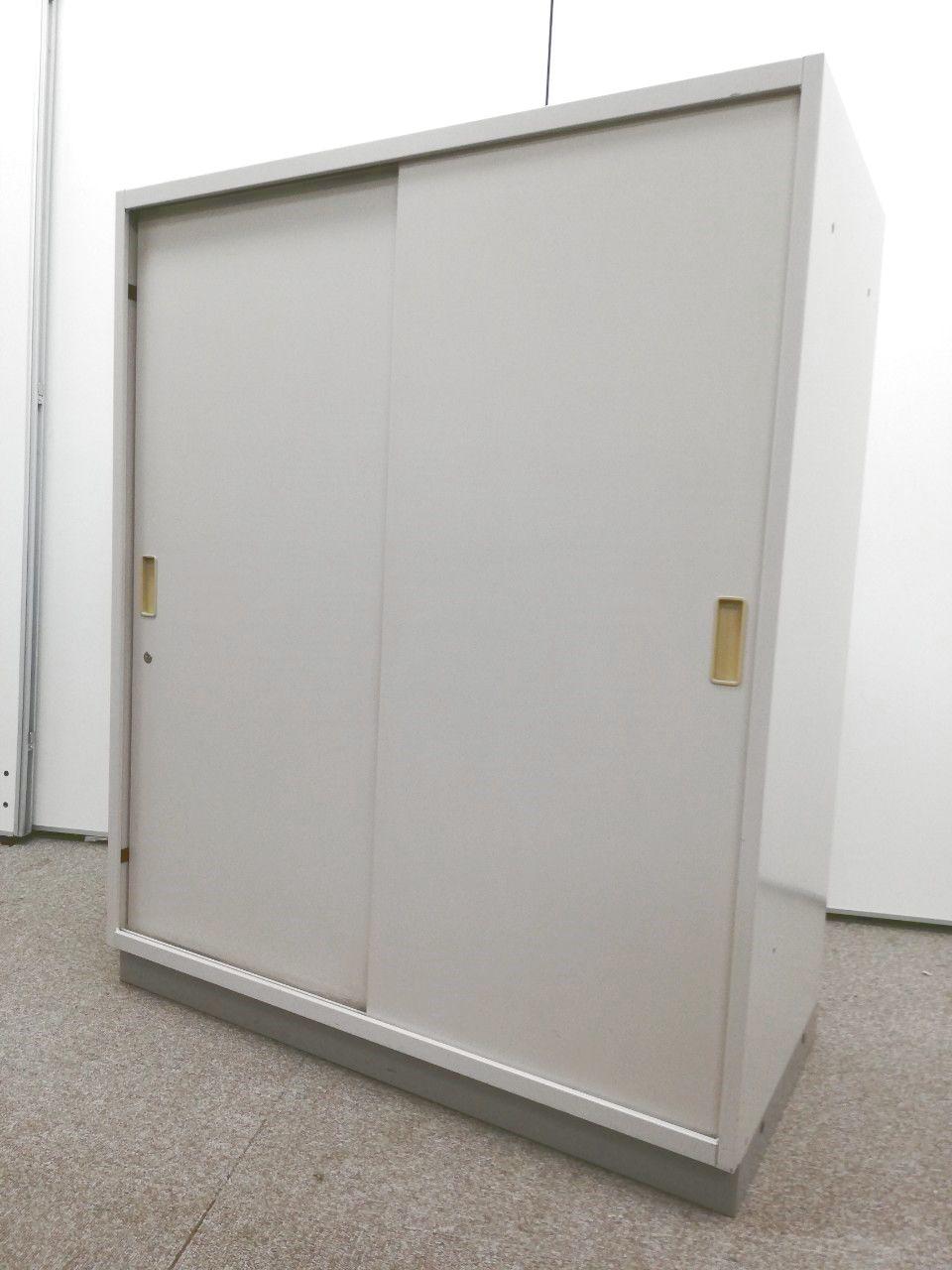 【省スペースでも設置が可能!】扉の開閉時にスペースを取らないスライド式の書庫!書類整理をお考えの方いかがでしょうか!