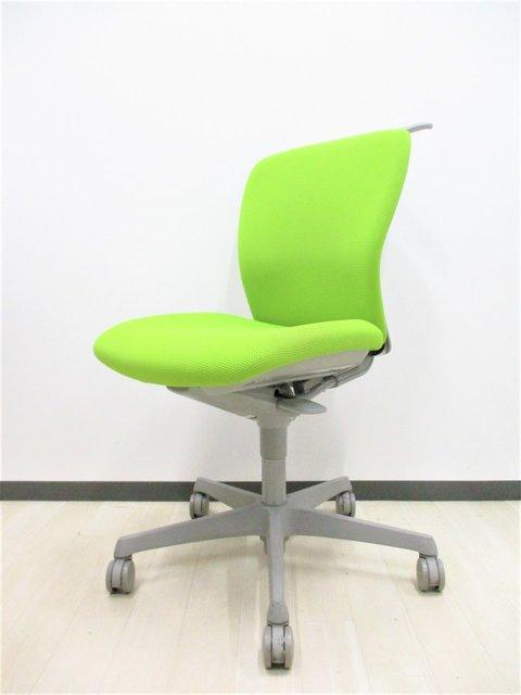【なんと2016年製‼】「座る」ということを考え直すことによってどんな体型の人にも快適なデスクワークを可能にしたオフィスチェアです‼