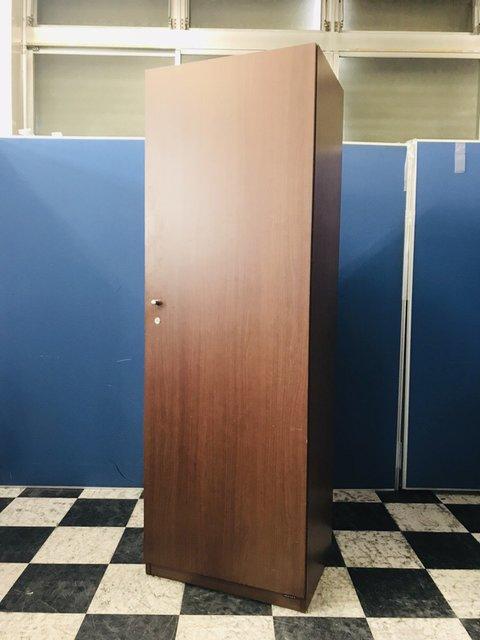 おしゃれな家具をお探しの方必見!洗練されたデザインのワードローブ!重厚感のあるお部屋をコーディネートできます【限定1台】