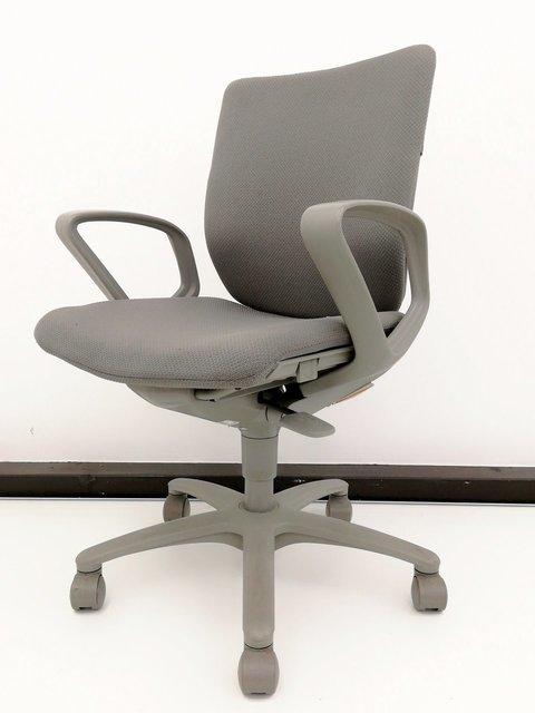 【ロット!!】どんなオフィスにも合うグレー色!!入れ替えや増員時など柔軟に対応可能です!!【サークル肘付!!】