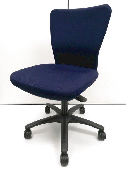 カロッツァ【優しい座り心地で長時間の仕事をサポート】【お求めやすい価格です】【クリーニング済】