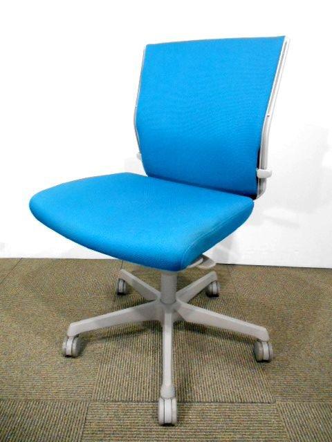 【国内メーカー製】背もたれ・座面・リクライニングに、快適性を高める数々の機能を搭載!オカムラエスクード!