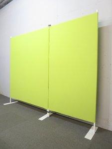 ■仕切りに便利な2連パーテーション グリーン ■すぐに使える脚付き