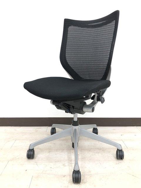 チェア業界で名が高い。メッシュのデザインおしゃれ!高品質チェアの代名詞。座面に少々使用感と汚れあるため特価!オカムラ バロン(baron)チェア