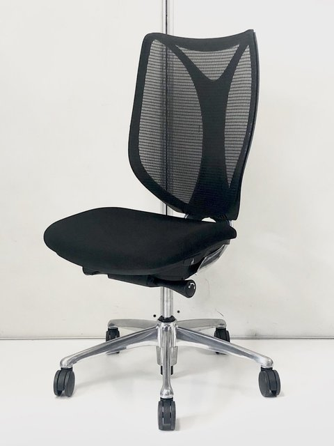 【前傾姿勢で作業効率アップ!】オカムラ製 サブリナ ブラック メッシュが包み込むような座り心地!
