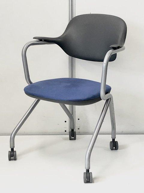 【残りあと6脚!】オフィス家具協会認定品なのに安い!サンケイ製 ネスティングチェア 落ち着きのあるネイビーブルー