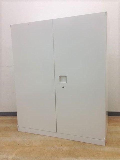 【5台入荷】洗練されたスタイリッシュデザイン!!ホワイトカラーでオシャレな取手が魅力的な両開き書庫