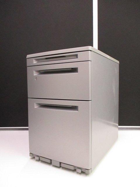 【今風オフィス作りに!】高さ610mmで通常サイズのデスクに収納可能!【ストッパー付き】
