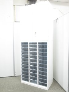 【珍しい組み合わせのセット!】クリスタルトレイと両開き書庫!幅800mmで省スペース!
