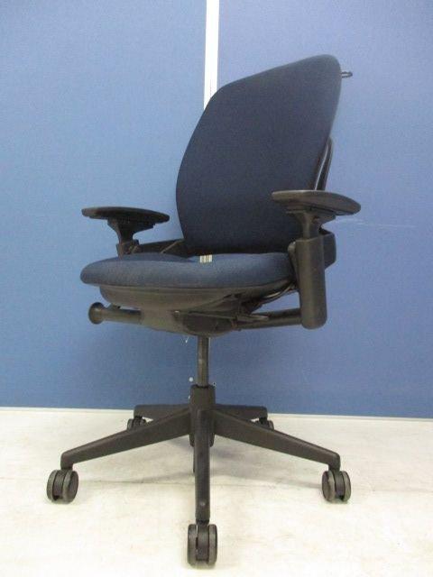 長時間座っても疲れず、快適な座り心地を人間工学に基づいて提供!!腰痛持ちの方是非おすすめです。【リープチェア】