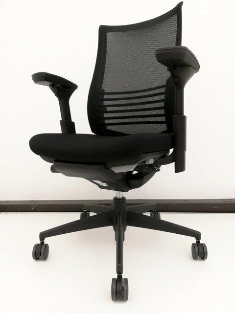 【作業中の姿勢からリラックスした姿勢までサポート!】■1脚限定!コクヨ製・ベゼル(Bezel)チェア