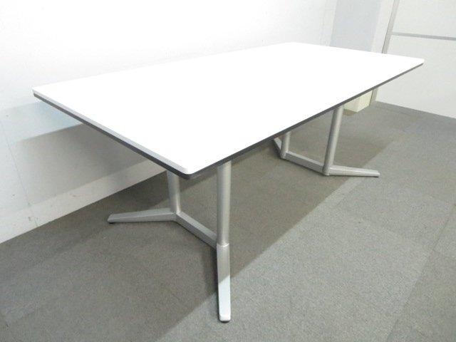 【スタイリッシュなデザイン!】■オカムラ ラティオシリーズ ■会議用テーブル W2100mm ホワイト
