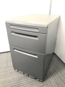 デスクの下に収納!密かに人気のスキップシルバー色のワゴン入荷!鍵も閉まるので書類管理におすすめ!
