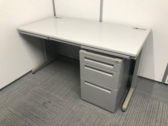 メーカー揃いの机とワゴンセット!机の横におけるので使い勝手抜群です!