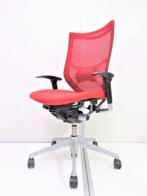 【残り1脚!】やる気みなぎるオールレッド!人間工学に基づいたデザイン性の高いチェアです!